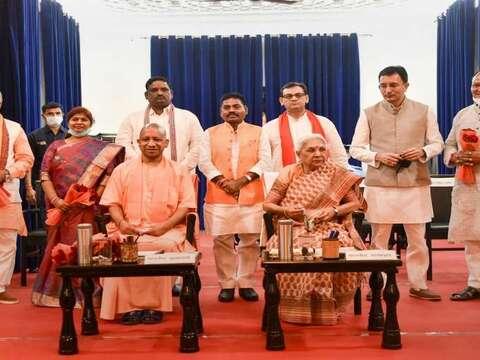 सीएम योगी आदित्यनाथ ने किया मंत्रिमंडल का विस्तार, 7 नए मंत्रियों ने ली शपथ