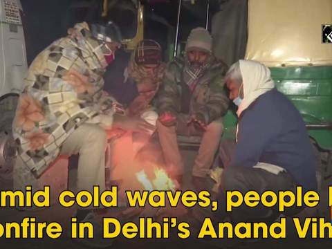 Amid cold waves, people lit bonfire in Delhi's Anand Vihar
