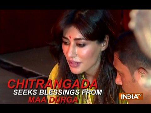 दुर्गा अष्टमी के मौके पर अभिनेत्री चित्रांगदा सिंह ने किये देवी मां के दर्शन