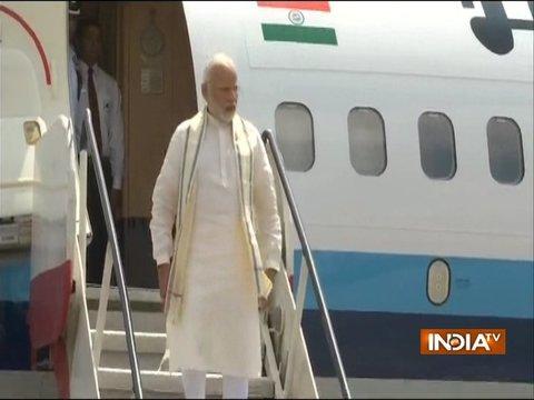 रांची पहुंचे पीएम मोदी, थोड़ी देर में आयुष्मान भारत योजना की करेंगे शुरुआत