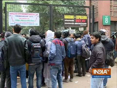 जामिया में हिंसा के बाद हालात अब काबू में, यूनिवर्सिटी में 5 जनवरी तक छुट्टी, दक्षिण पूर्वी दिल्ली के स्कूल आज बंद