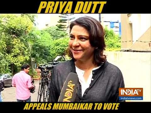 प्रिया दत्त ने लोगों से महाराष्ट्र चुनाव में ज़्यादा से ज़्यादा मात्रा में वोट डालने की अपील की