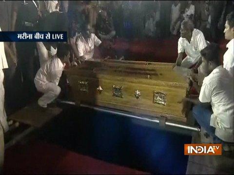 Karunanidhi Funeral: मिट्टी में दफ्न हुए दक्षिण भारतीय राजनीति के 'भीष्म पितामह' करुणानिधि, अंतिम संस्कार संपन्न