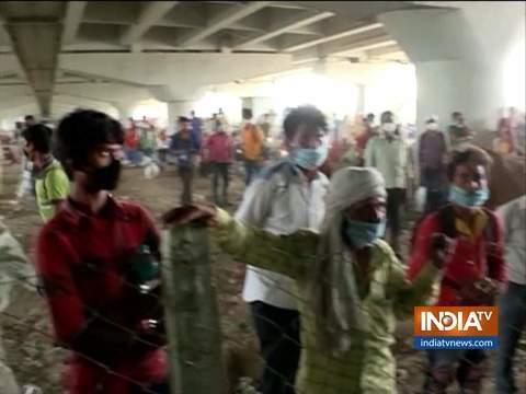 अपने गृहनगर तक पहुँचने के लिए दिल्ली-गाजियाबाद बॉर्डर पर भारी संख्या में प्रवासी कामगारों की भीड़ उमड़ी