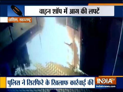 मुंबई के वाशी में शराब की दुकान में एक व्यक्ति ने लगाई आग