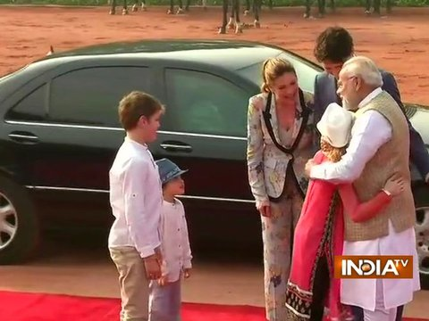 PM Modi receives Canadian PM Justin Trudeau and his family at Rashtrapati Bhavan