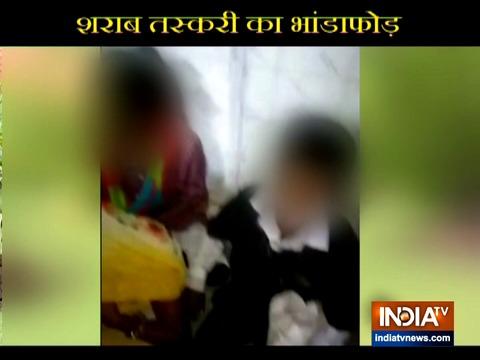 गुजरात के नवसारी स्टेशन पर अवैध शराब की तस्करी करते पकड़े गए नाबालिग