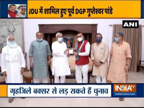 बिहार के पूर्व DGP गुप्तेश्वर पांडे पटना में मुख्यमंत्री नीतीश कुमार के आवास पर जदयू में शामिल हुए