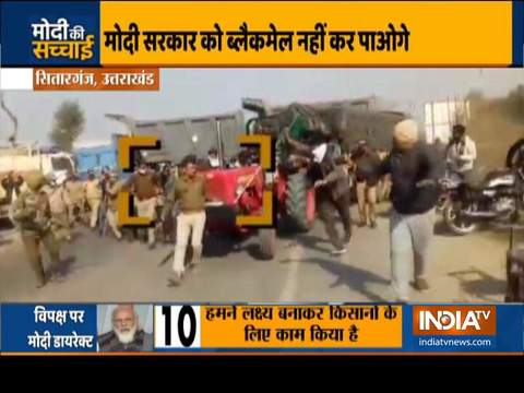 Haqikat Kya Hai | Agitating farmers run a tractor over a police barricade in Bajpur