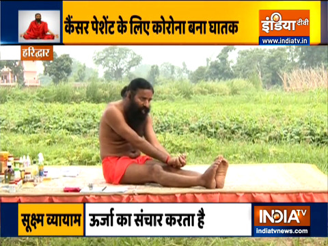 हर प्रकार के कैंसर से निजात पाने के लिए रोजाना करें ये योगासन, स्वामी रामदेव से जानिए इन्हें करने का तरीका