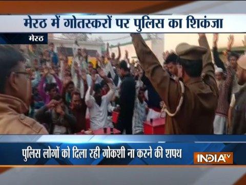 मेरठ में पुलिसवालों ने लोगों को गोकशी न करने की शपथ दिलाई