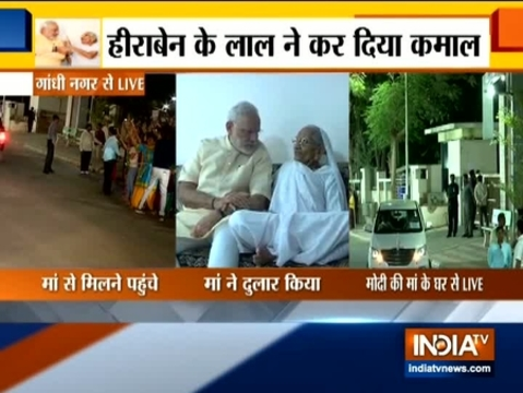 मां हीराबेन का आशीर्वाद लेने गांधीनगर पहुंचे प्रधानमंत्री नरेंद्र मोदी