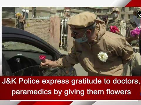 J&K Police express gratitude to doctors, paramedics by giving them flowers
