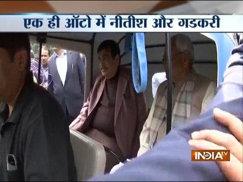 No VIP culture, Bihar CM Nitish Kumar, Nitin Gadkari take auto ride together in Patna