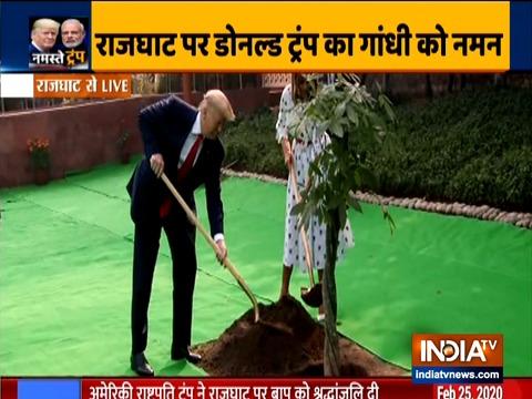राजघाट में अमेरिकी राष्ट्रपति ने वृक्षारोपण किया