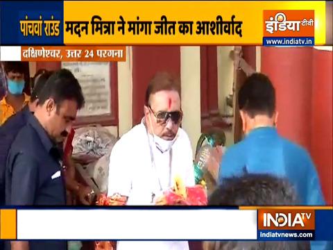 बंगाल चुनाव 2021: टीएमसी नेता मदन मित्रा ने दक्षिणेश्वर काली मंदिर में पूजा के बाद वोट डाला