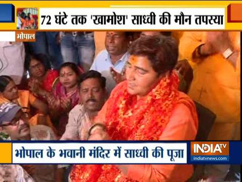 Sadhvi Pragya offers prayer at Bhawani Mandir in Bhopal amid ban by EC