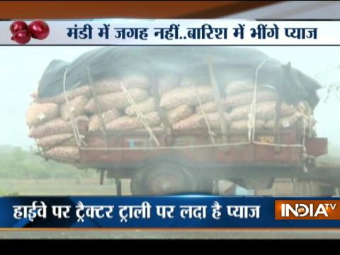 Onion farmers race against time to sell produce before monsoon arrives in MP