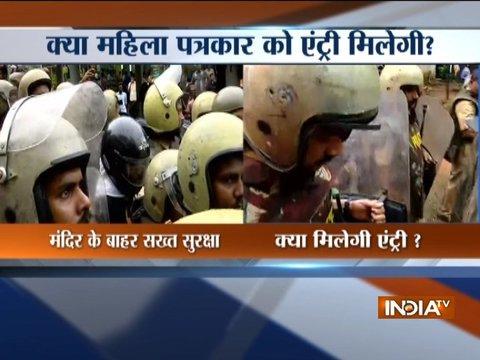सुप्रीम कोर्ट के फैसले का पालन करने के लिए पुलिस दो महिलाओं को सबरीमाला मंदिर ले जा रही है