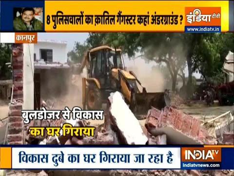 कानपुर एनकाउंटर मामला: गैंगस्टर विकास दुबे के घर को अधिकारियों ने किया ध्वस्त