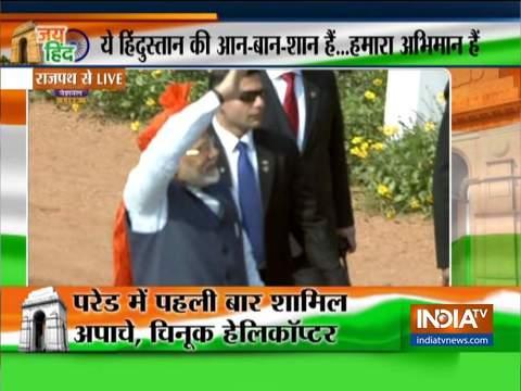 राजपथ पर गणतंत्र दिवस की परेड के बाद पीएम मोदी ने जनता का अभिवादन स्वीकार किया