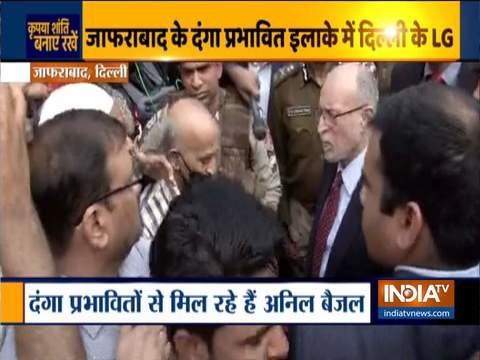 दिल्ली हिंसा: एलजी अनिल बैजल ने जफराबाद क्षेत्र में कुछ स्थानीय लोगों के साथ की बातचीत