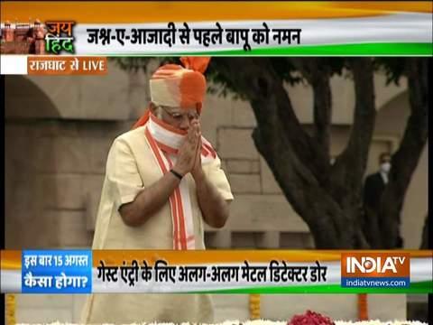 प्रधानमंत्री नरेंद्र मोदी ने राज घाट पर महात्मा गांधी को दी श्रद्धांजलि