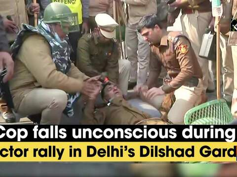 Watch: Cop falls unconscious during tractor rally in Delhi's Dilshad Garden