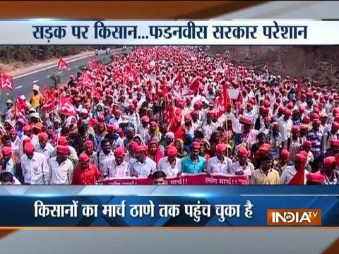 Maharashtra: 30,000 farmers head towards Mumbai, demand loan waiver