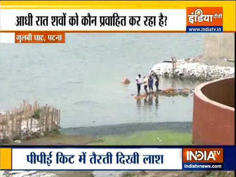 पटना में भी तैरती लाशें, देखिए गुलबी घाट से रिपोर्ट