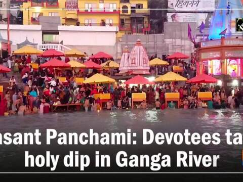 Basant Panchami: Devotees take holy dip in Ganga River