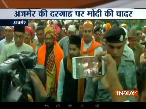 Mukhtar Abbas Naqvi offers 'Chadar' on behalf of PM Modi at Ajmer Sharif Dargah