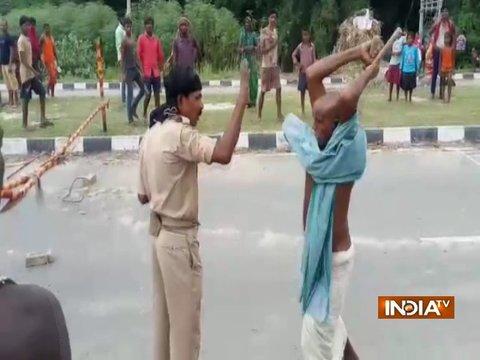बिहार: पुलिस पर पब्लिक का 'लाठीचार्ज'