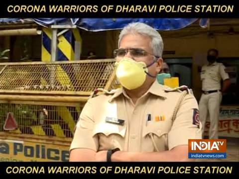 धारावी पुलिस स्टेशन के पुलिसकर्मी कोरोना वायरस से उबरने के बाद काम पर वापस लौटे