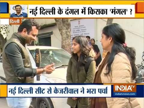 दिल्ली विधानसभा चुनाव: अरविंद केजरीवाल के प्रचार में पत्नी, बेटी ने दिया साथ