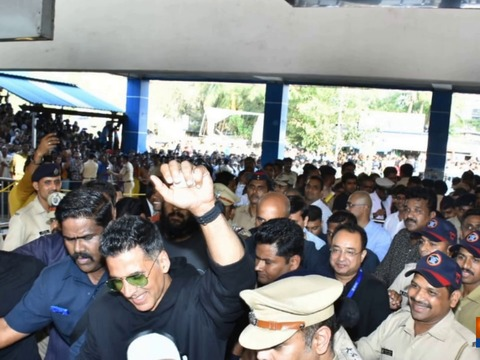 Housefull 4 Express: Akshay, Riteish's madness inside special train