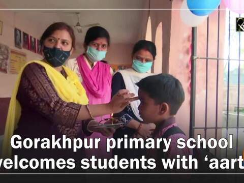 Gorakhpur primary school welcomes students with 'aarti'