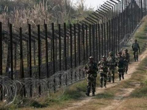 """पाकिस्तान ने भारत के खिलाफ """"10 सर्जिकल स्ट्राइक"""" की धमकी दी"""