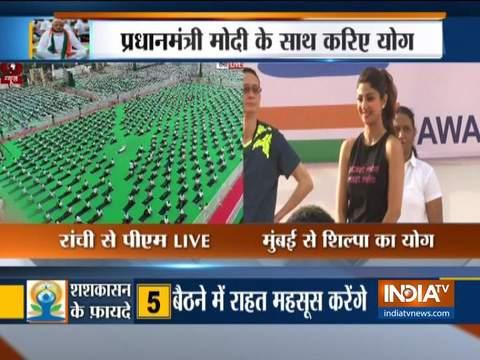 Shilpa Shetty performs Yoga at the Gateway of India in Mumbai