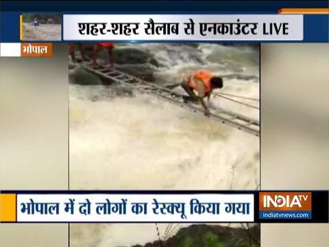 भोपाल में केरवा डैम में पानी भरने से दो लोग फंसे, म्युनिसिपल कारपोरेशन के लोगों ने बचायी जान