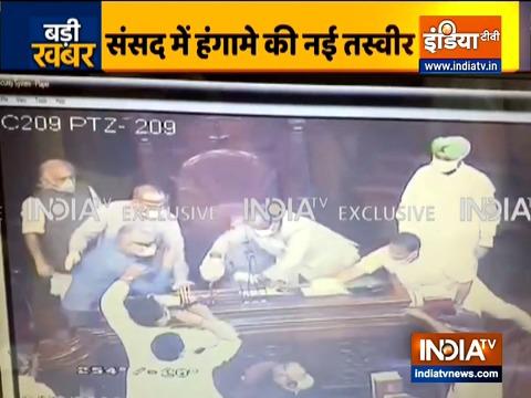 संसद में हंगामा करने के आरोपी 8 सांसदों को राज्यसभा चेयरमैन ने किया सस्पेंड (देखें वीडियो)