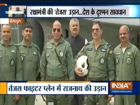 रक्षामंत्री राजनाथ सिंह स्वदेशी विमान तेजस में उड़ान भरकर वापस लौटे