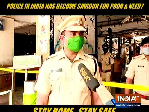 Coronavirus Lockdown: मुंबई पुलिस ने गरीब लोगों को बांटा खाना