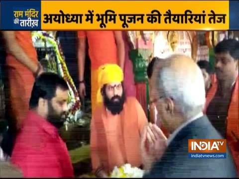 नृपेन्द्र मिश्रा ने अयोध्या में हनुमानगढ़ी मंदिर में प्रार्थना की