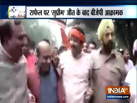 भाजपा कार्यकर्ताओ ने अखिल भारतीय कांग्रेस कमेटी (AICC) के कार्यालय के बाहर किया विरोध प्रदर्शन