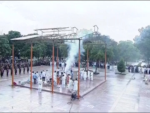 राजकीय सम्मान के साथ अटल बिहारी वाजपेयी का पार्थिव शरीर पंचत्तव में विलीन