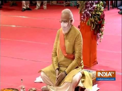 पीएम मोदी ने अयोध्या में राम जन्मभूमि स्थल पर 'भूमि पूजन' किया
