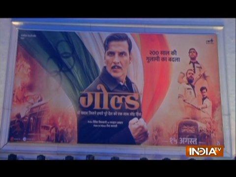 दिल्ली में अक्षय कुमार को देखकर लगी भीड़, PVR की दीवार पर चढ़ गए खिलाड़ी कुमार