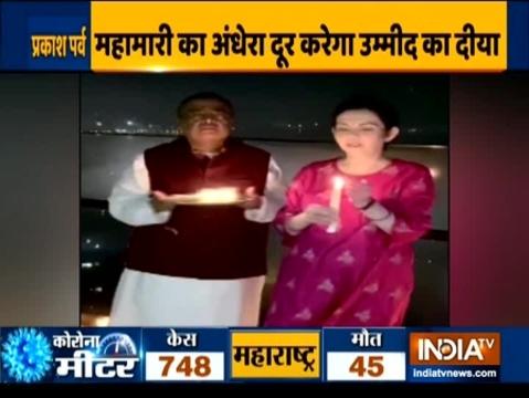 Watch: अक्षय कुमार, दीपिका पादुकोण और रणवीर सिंह सहित कई सितारों ने जलाए दीये