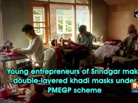 Young entrepreneurs of Srinagar make double-layered khadi masks under PMEGP scheme